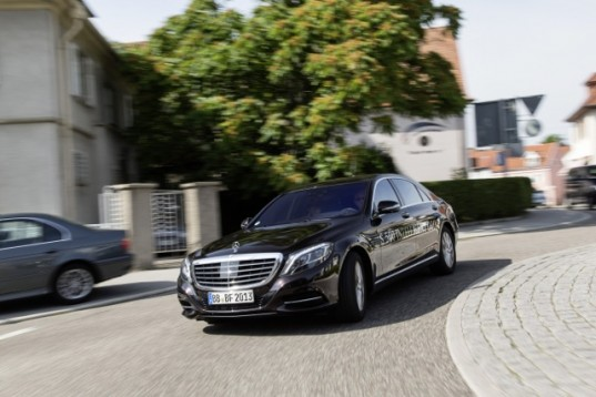 Mercedes-Benz-S-500-INTELLIGENT-DRIVE
