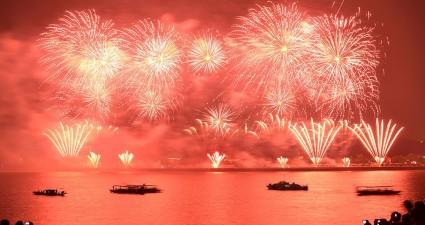 fireworks-river-china