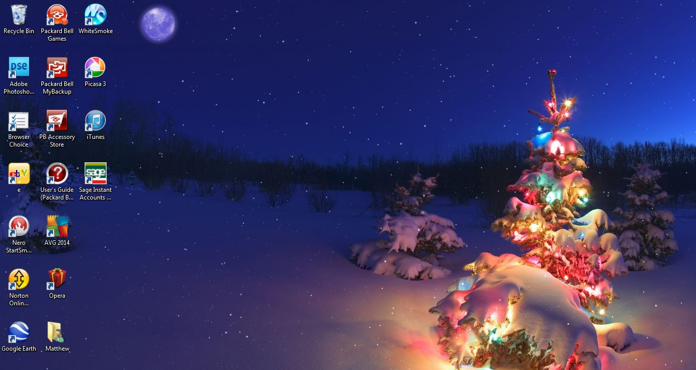 decorate your desktop during christmas with windows 7 holiday themes