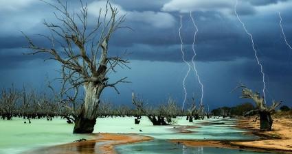 stormy-skies-lake_75341_990x742
