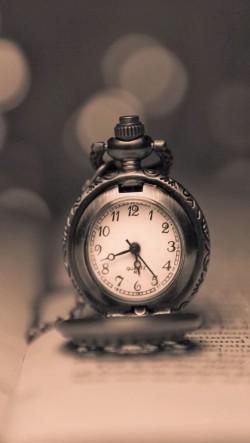 Vintage-Clock-250x443