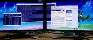 dual-monitor-set-up-867856